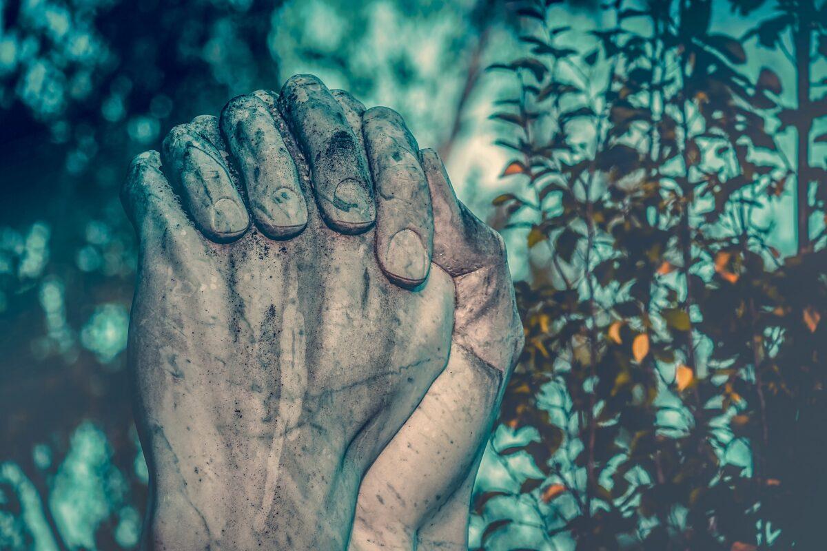 ¿Qué significa soñar con rezar?