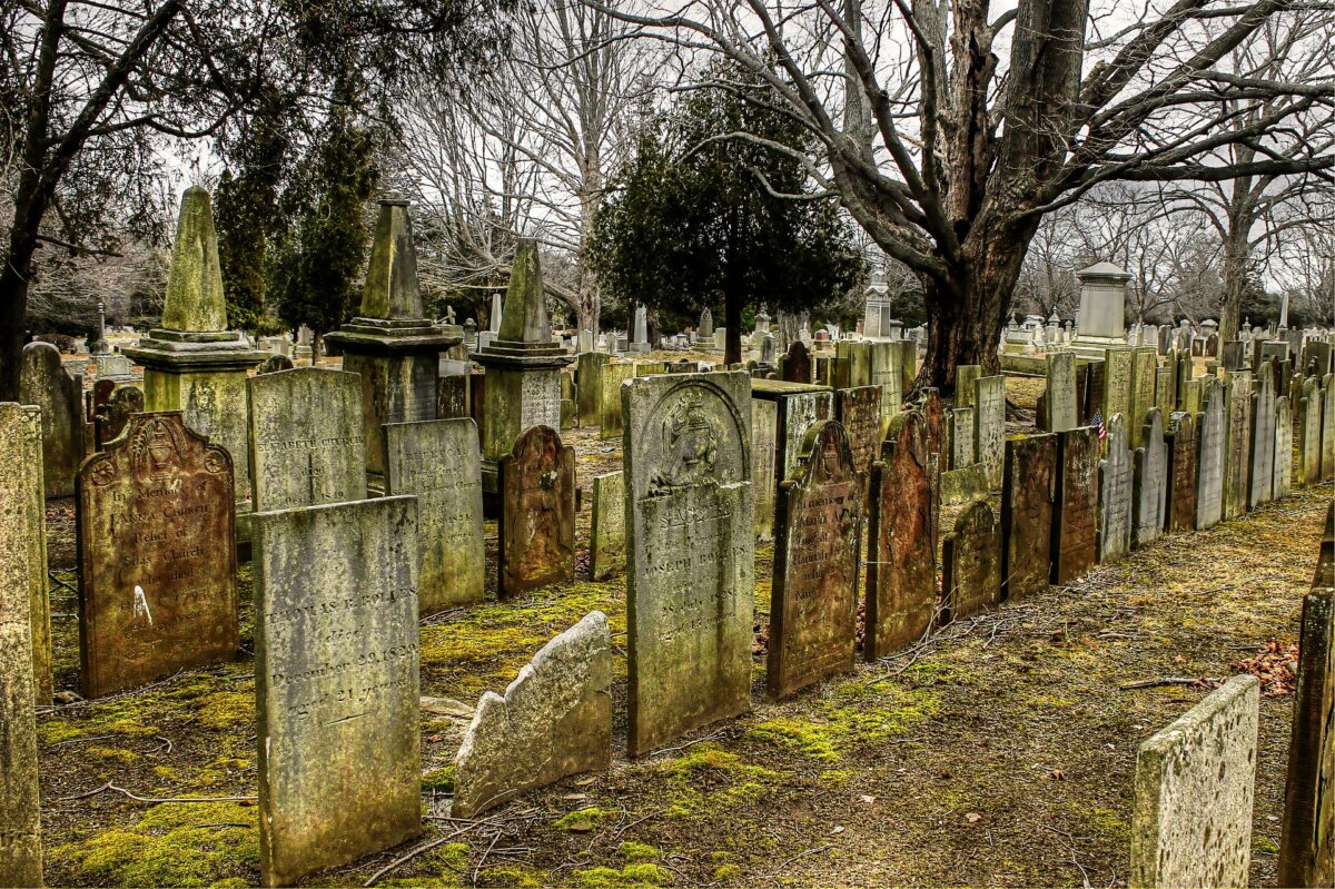 ¿Qué significa soñar con un cementerio?