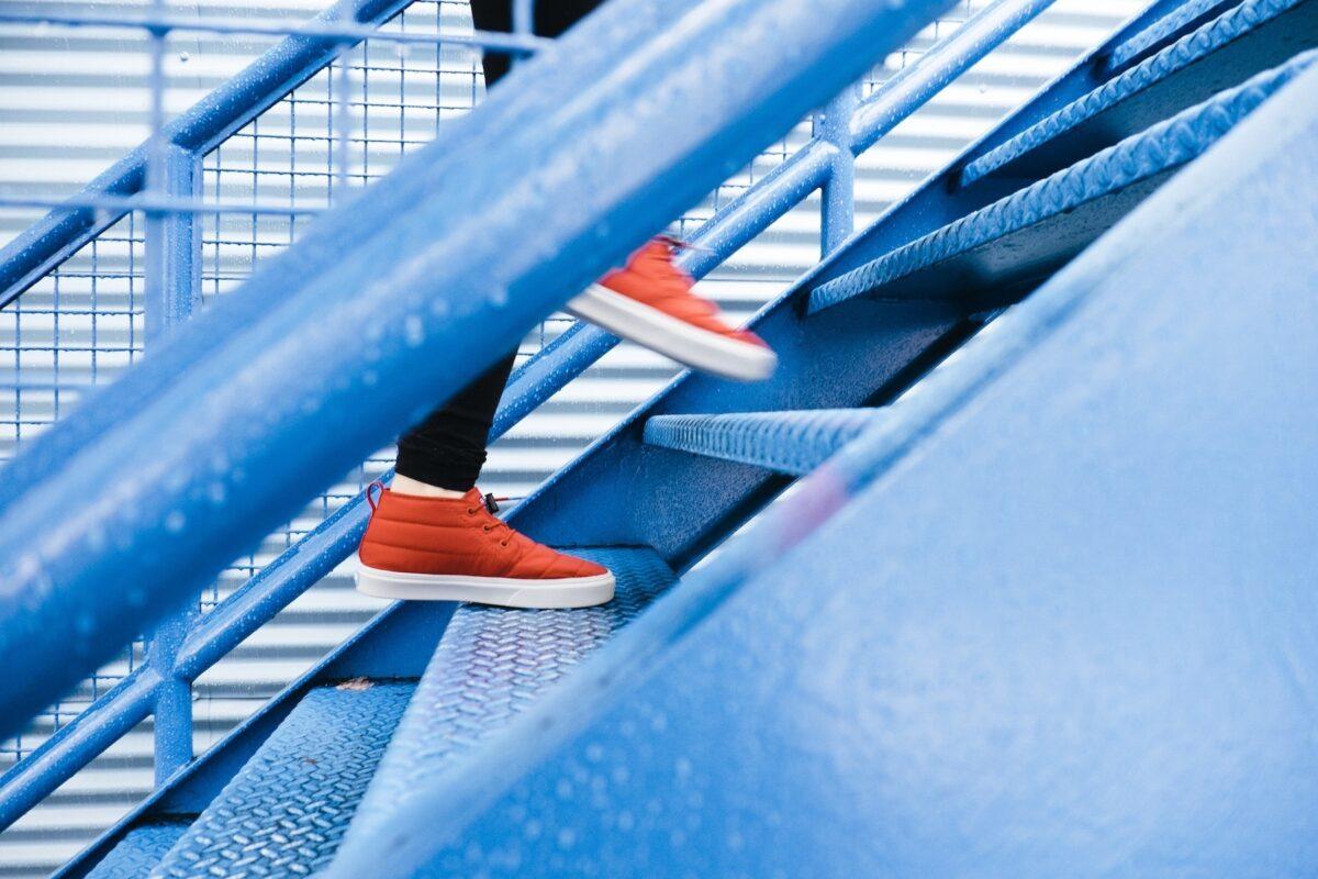 ¿Qué significa sonar con escaleras?